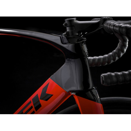 Šosejas velosipēds TREK Madone SL 6 Disc melns/sarkans (2020)